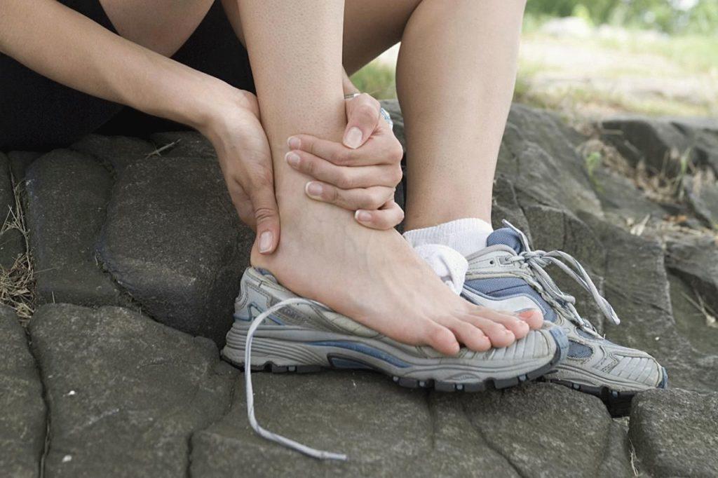 Почему течет лимфа из ноги: что делать и как остановить?