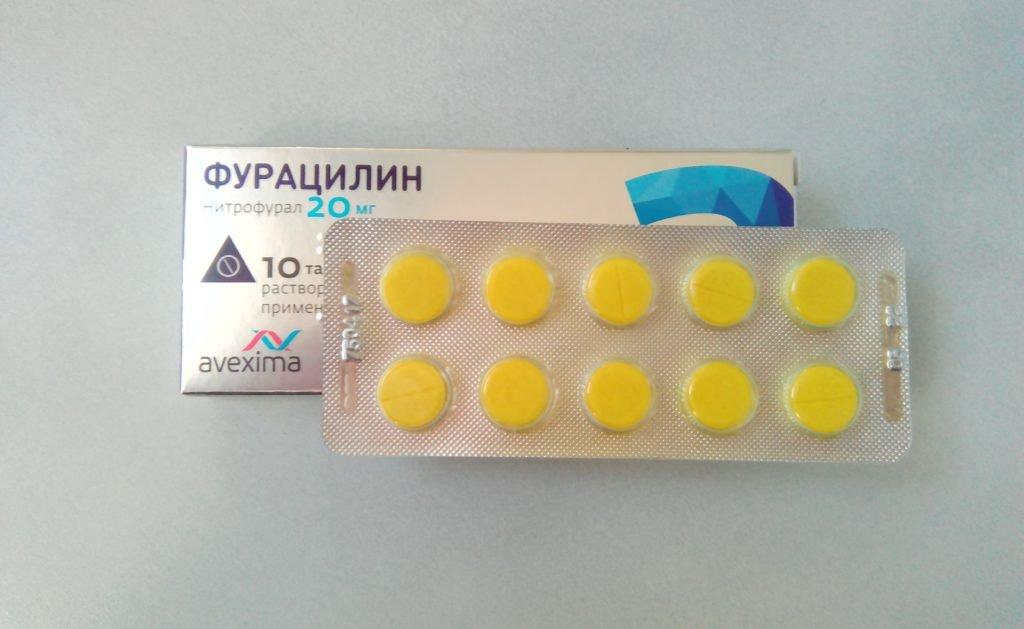 Промывание лакун миндалин Фурацилином