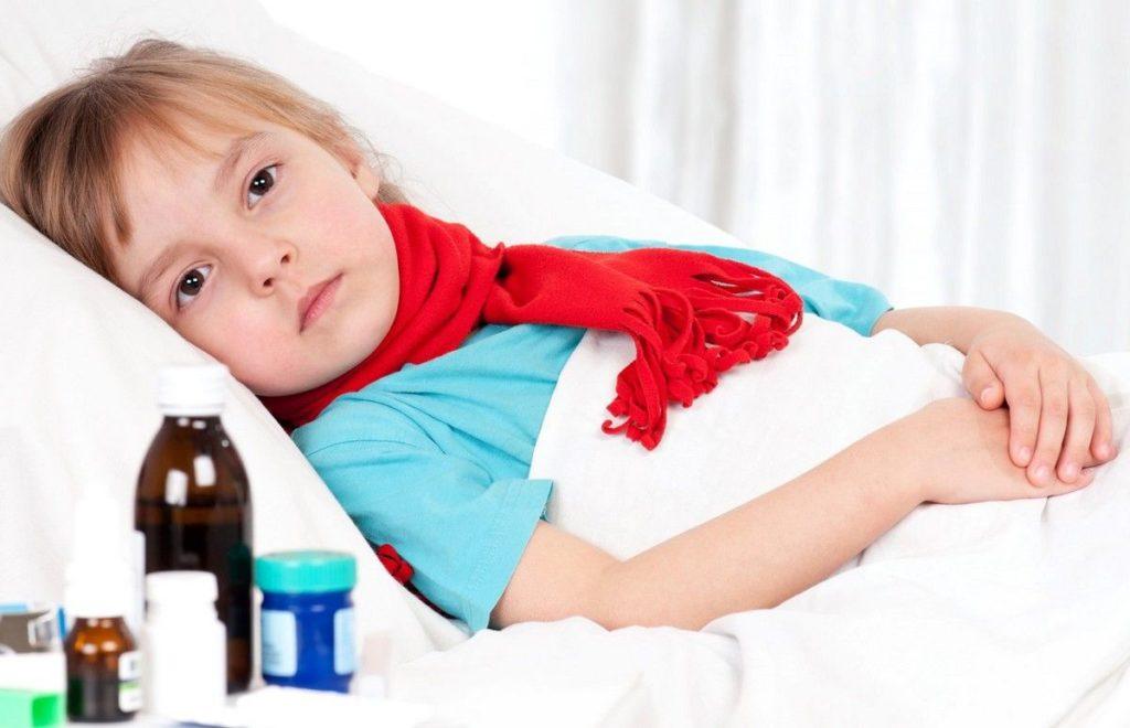 Опасность увеличенных миндалин в горле у ребенка