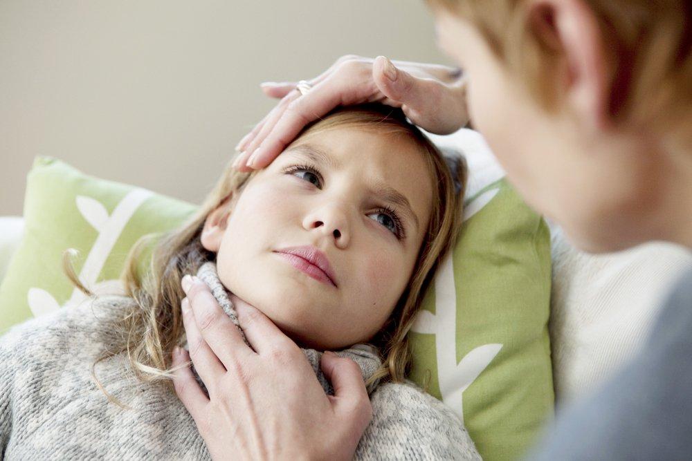 Как проводится удаление гланд у детей: особенности хирургического лечения миндалин