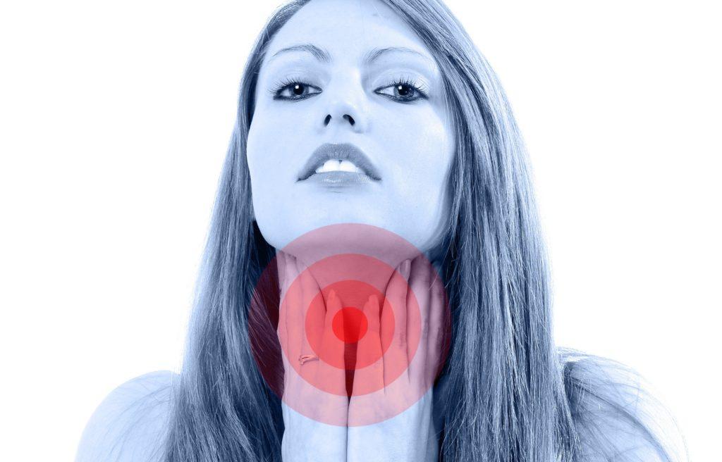 Болит гланда с одной стороны: опухла миндалина