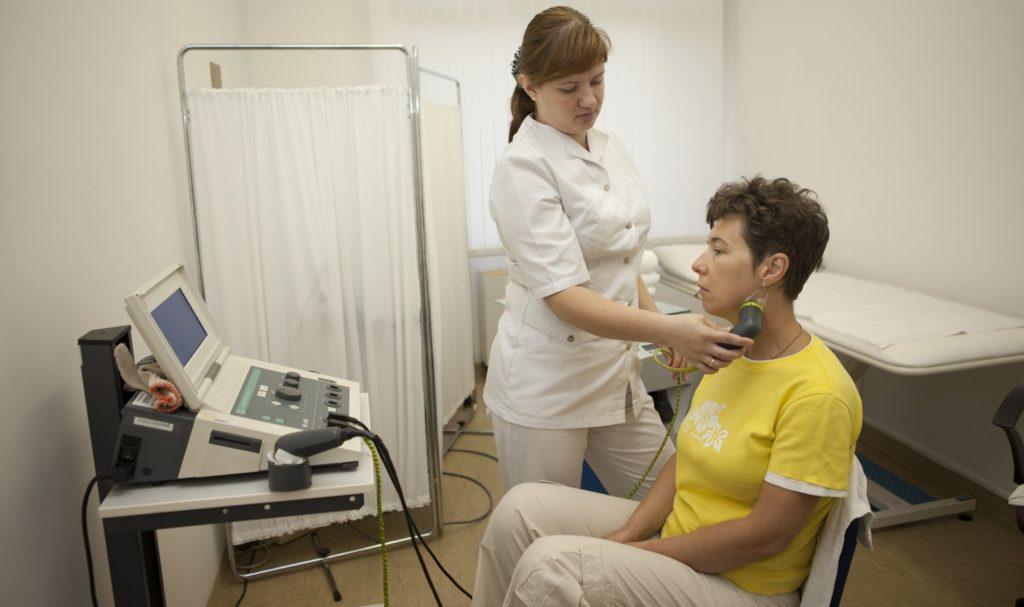Как влияет ультразвук на миндалины: показания к проведению чистки гланд, результаты процедуры