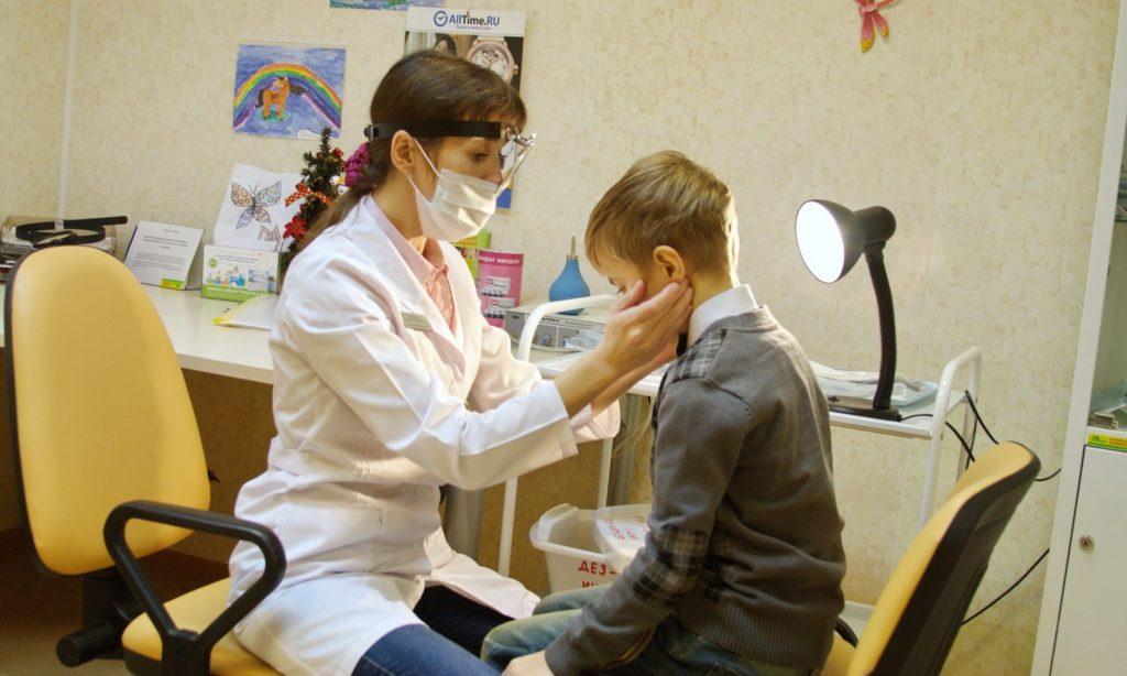 Может ли подниматься температура если у ребенка аденоиды thumbnail