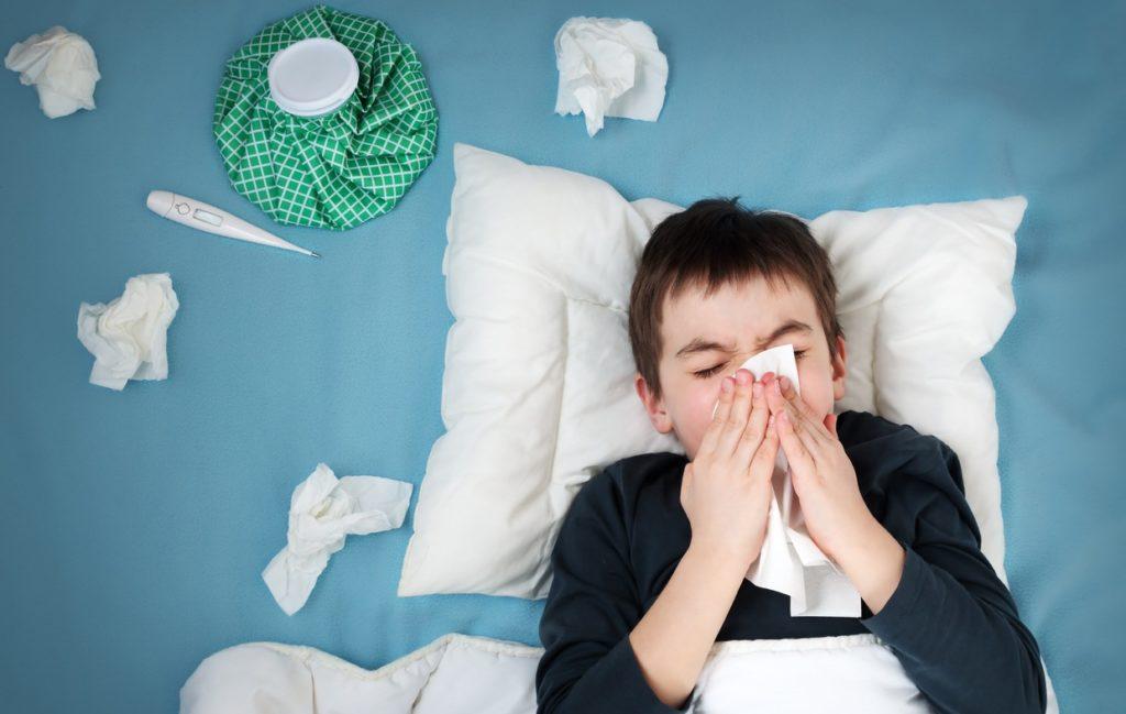 Как лечить насморк при аденоидах у ребенка, если он не проходит