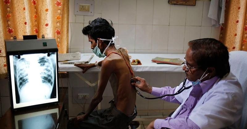 больной туберкулезом на приеме у врача